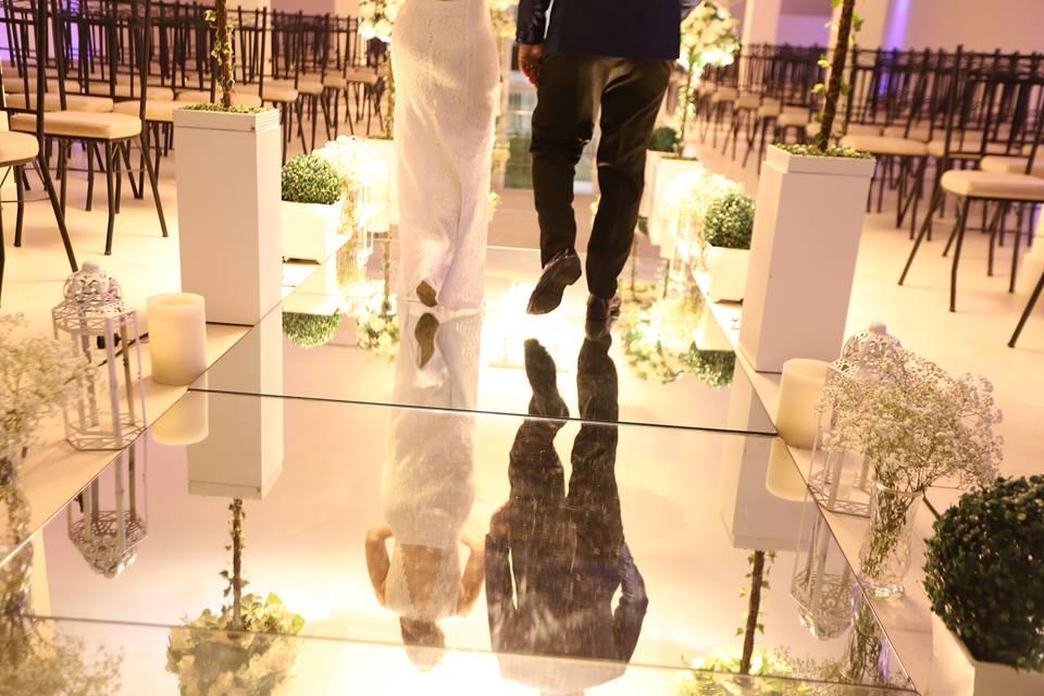Cerimônia montada com passarela de espelho